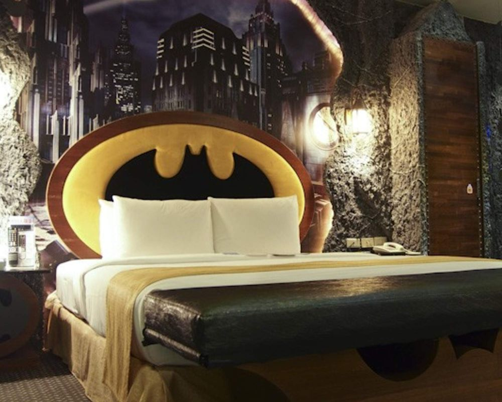 batman-hotel-room