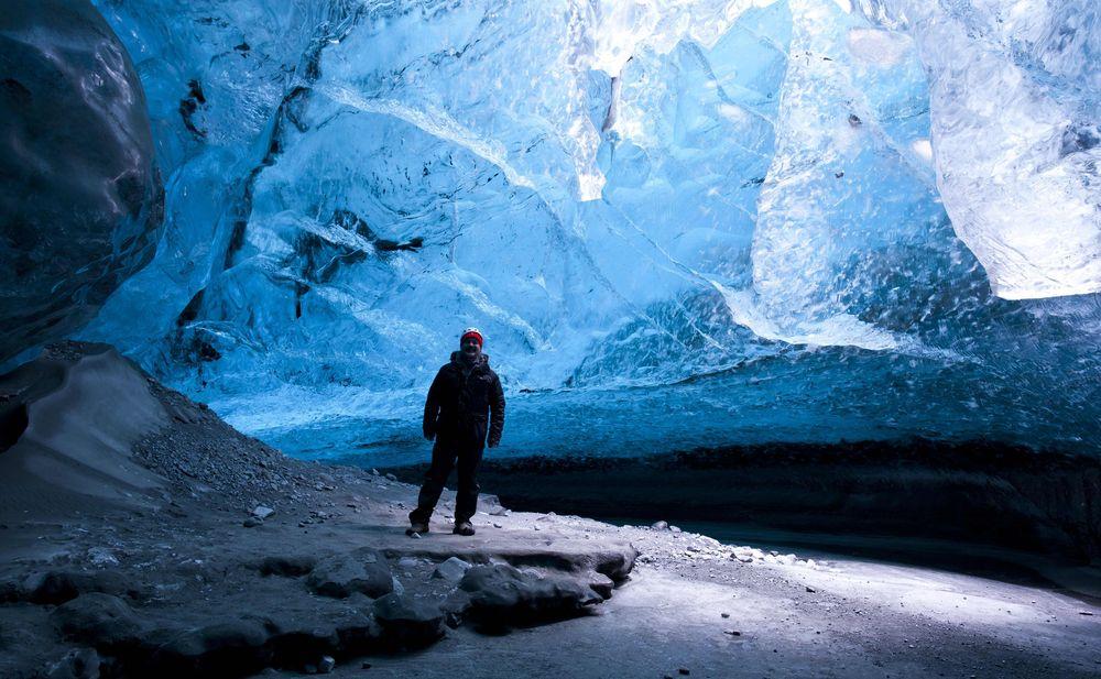 ledyanaya-peshera-Islandia