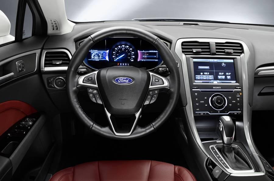 Ford Mondeo 2015-2016 salon