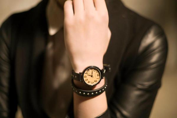 Выбираем стильные часы для мужчин и женщин