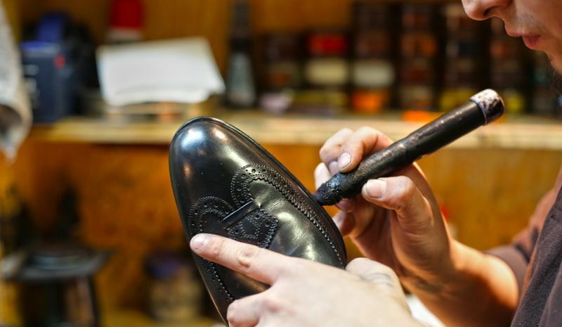 Где купить качественный клей для обуви?