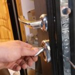 Как вскрыть замок металлической двери